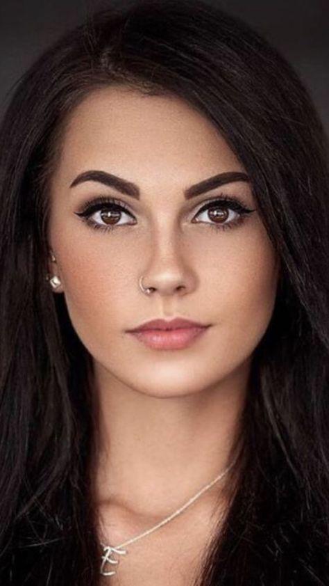 Most Beautiful Faces, Stunning Eyes, Beautiful Lips, Beautiful Women Pictures, Gorgeous Women, Beautiful Girl Image, Cute Brunette, Brunette Beauty, Cute Woman