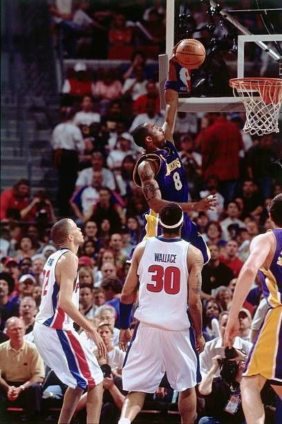 Kobe Bryant Of The Los Angeles Lakers Takes The Ball To The Basket In 2020 Kobe Bryant Pictures Los Angeles Lakers Kobe Bryant