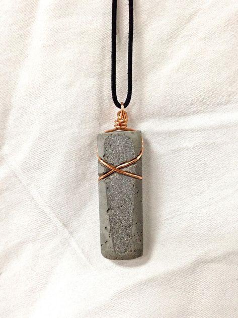 Diy Jewelry : concrete jewelry -Read More –