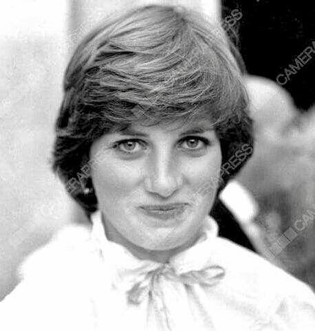 ايضا صورة نادرة للاميرة ديانا منتهى الجمال بهذي الفترة Princess Diana Family Princess Diana Lady Diana