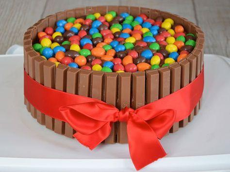 une recette de gâteau au chocolat avec des smartie's, des m&m's