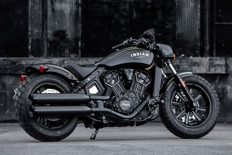 An Odd but Effective Pairing: 2018 Indian Scout Bobber Jack Daniel's Edition - Motorcycle - Motorrad Moto Chopper, Chopper Motorcycle, Motorcycle Style, Kids Motorcycle, Motorcycle Jackets, Motorcycle Quotes, Motorcycle Helmets, Bobber Chopper, Custom Choppers