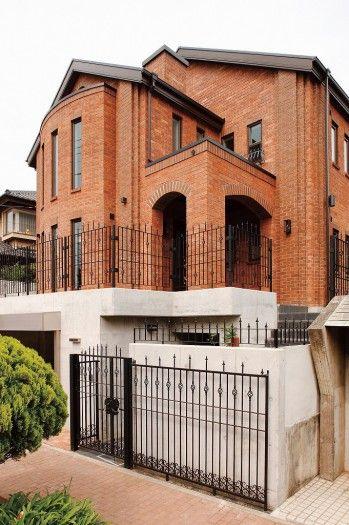 茅ヶ崎にある 洋館風レンガ造りの家 本物のレンガの質感が力強くも