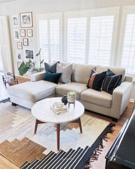 62+ Lovely Rug for Farmhouse Living Room Decorating Ideas #livingroomideas #livingroomfurniture #liv