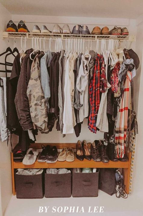 19 Genius Dorm Closet Organization Ideas That Will Change Your Life Going from your closet at home to a dorm room closet is no easy feat. These are tried and true dorm closet organization ideas that will change your life. College Dorm Closet, College Closet Organization, Dorm Room Closet, Organization Ideas, College Room, Bedroom Organization, College Humor, Dorm Rooms, Organizing