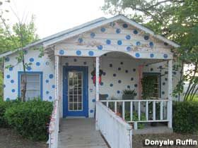 Buna Tx Famous For The Polka Dot House History When Mr Odell Purchased The House His Wife Wanted To Paint It Wh Polka Dots Polka Blue Polka Dots