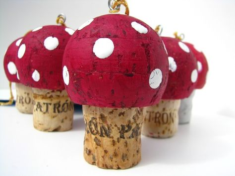 cork mushroom. This is too cute! I never know what to do with this shape so now I have cute ornaments to make.