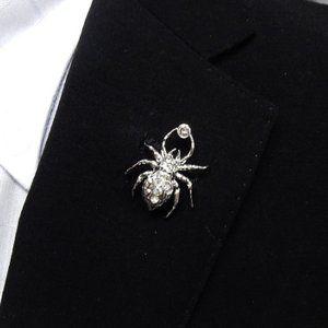 ラペルピン スワロフスキー 蜘蛛 銀 クリスタル色 メール便可 Acc110