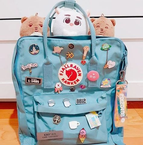 I would never bring this backpack outside if I really meant to put these pins on tbh 😅 rớt là tiêu luôn .