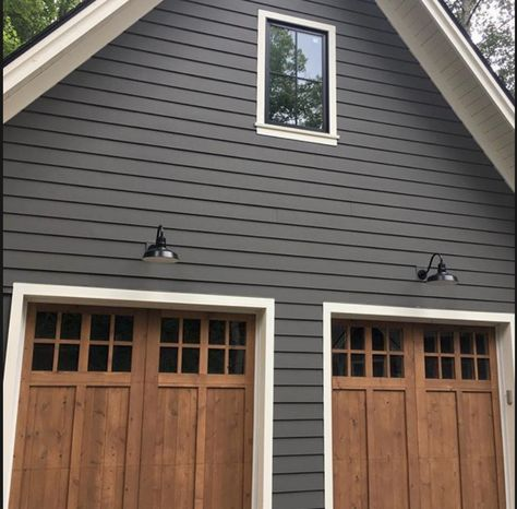 diy House exterior - 2019 Exterior House Colors from the Benjamin Moore Palette Design Patio, Design Exterior, Grey Exterior, Gray Exterior Houses, Exterior House Siding, Chair Design, Exterior Paint Color Combinations, House Paint Color Combination, Color Schemes