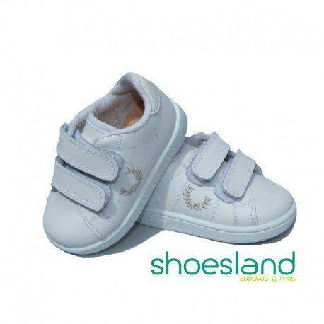 8a5d4808 Zapatillas deportivas tipo tenis para niños en piel color blanca con doble  cierre de velcro y