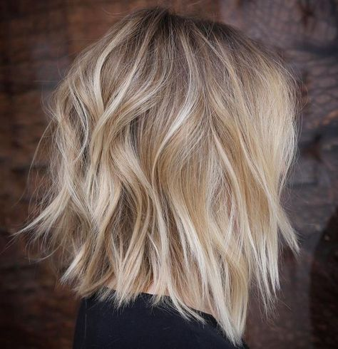 Shoulder Length Hair With Bangs, Layered Haircuts Shoulder Length, Medium Length Hair Cuts With Layers, Medium Layered, Hair Layers, Shoulder Length With Layers, Messy Bob Hairstyles, Lob Hairstyle, Layered Hairstyles