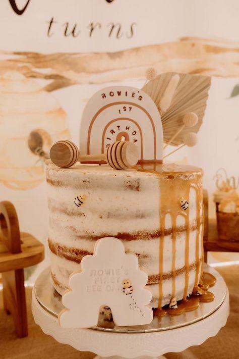 Bee Birthday Cake, Boys First Birthday Cake, Bumble Bee Birthday, First Birthday Party Themes, Themed Birthday Cakes, Baby Birthday, Garden Birthday Cake, Little Girl Birthday Cakes, First Birthday Cookies
