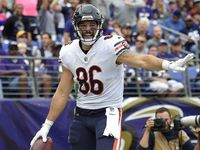 Chicago Bears Re Signing Zach Miller To One Year Deal Chicago Bears Nfl Cheerleaders Knee Injury