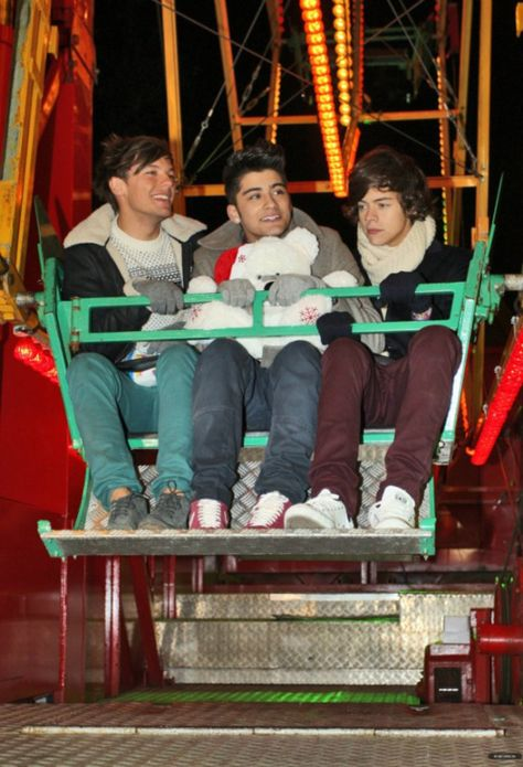 ImageFind images and videos about one direction, louis tomlinson and zayn malik on We Heart It - the app to get lost in what you love. Fetus One Direction, One Direction Images, One Direction Wallpaper, One Direction Humor, I Love One Direction, Junger Johnny Depp, Desenho Harry Styles, Harry Styles Pictures, Harry Styles Hands