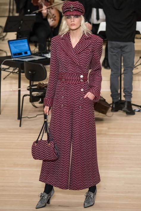 a jumpsuit coat! Chanel Pre-Fall 2018 Collection Photos - Vogue Source by sycamoresavage fashion a jumpsuit coat! Chanel Pre-Fall 2018 Collection Photos - Vogue Source by sycamoresavage fashion 2018 Chanel