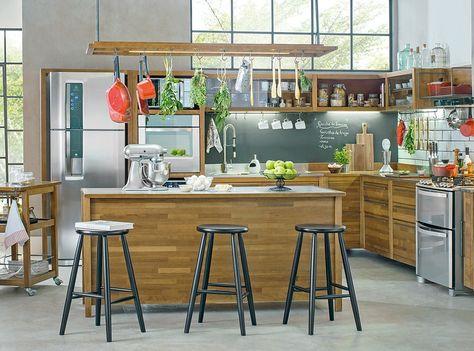 Imagem Mostra Uma Cozinha Modelo Americano Com Bancos E Balcao De