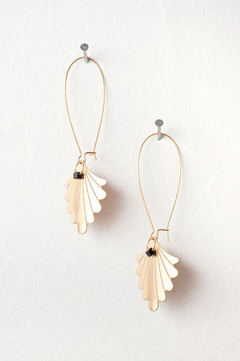 Gold Fan Earrings with Black Cube Beads por DeuceFashion en Etsy