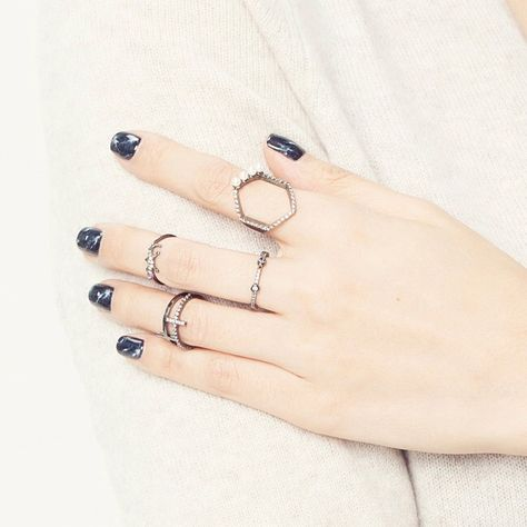 Ring party : @soyoomjewelry Hematite stacks envy. #soyoom #soyoomjewelry #instalove #style #daintyrings #jewlery #snapchat #ringparty #jewelrygram #style #momentswithmonday #liketkit #midirings #nail #nailart #nailedit #nailfile #notd #instanails #레이어드링 #미디링 #링레이어드 #젤네일 #네일아트 #네일