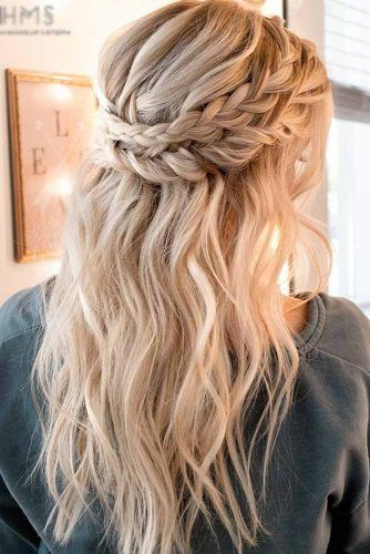 Christmas Hairstyles For Long Hair Thelatestfashiontrends Com In 2020 Medium Length Hair Styles Long Hair Updo Medium Hair Styles