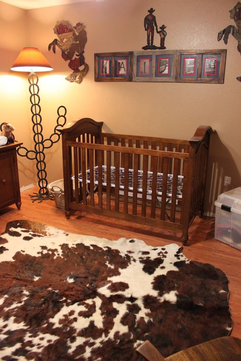 Lil cowboy's (or cowgirl's....) room...cute! LOVE!