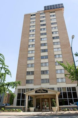The Towers On Franklin Student Apartments Richmond Va 23220 Zillow Student Apartment Apartment Apartments For Rent