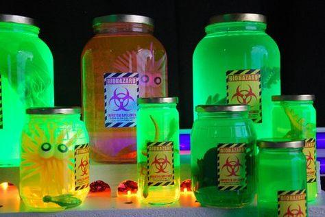 Alien specimen jars from halloween forum - Modern Alien Halloween, Halloween Forum, Halloween 2019, Holidays Halloween, Halloween Diy, Asylum Halloween, Halloween Office, Halloween Projects, Glow Stick Jars