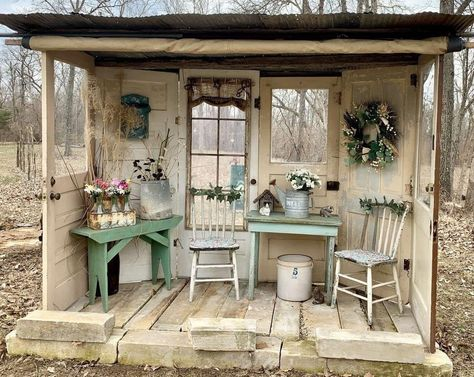 titel Nell Oa Zonder titel Nell Oa Zonder titel Nell Oa Recycled garden shed I love how open it is More Rustic Vintage Shabby Charm December 2 2018 ZsaZsa Bellagio L. Garden Shed Diy, Backyard Sheds, Garden Cottage, Backyard Landscaping, Easy Garden, Diy Backyard Fence, Rustic Gardens, Outdoor Gardens, Outdoor Rooms