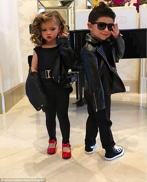 Kim Zolciak dresses up twins Kaia and Kane as Sandy and Danny from Grease for Halloween The Real Housewives Of Atlanta went all out this Halloween. Kim Zolciak dressed up her youngsters in a variety of different outfits by paying homage to Grease. Kim Zolciak, Costume Halloween, 50s Costume, Costume Ideas, Halloween Recipe, Halloween Parties, Grease Party Costume, Sandy Grease Costume, Halloween Fun
