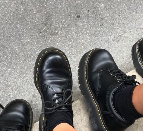 February 11 2020 at fashion-inspo Dr Shoes, Sock Shoes, Cute Shoes, Me Too Shoes, Oxford Shoes, Shoes Tennis, Tennis Sneakers, Dr. Martens, Doc Martens Oxfords