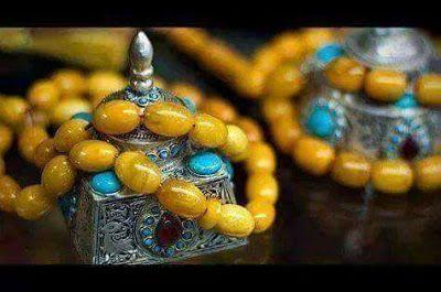 تفسير رؤية التسبيح في الحلم عند المنام كل الرؤى التي يظهر فيها الإنسان مسبحا لله تعالى تبشر بمغفرة الذنوب ومجيىء الأرزاق وال Beaded Bracelets Beaded Jewelry