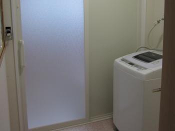 浴室も引き戸がいいですね 浴室側で倒れてドアが開かないなんてこともよくあるはなしです 開口も広く取れます 浴室ドア 引き戸 ユニットバス