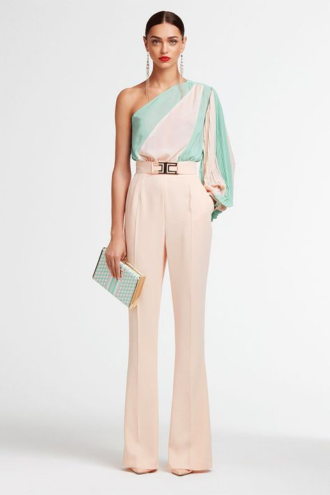 Minimalist, clean lines combined with ladylike details. Jumpsuits are firmly in the #spotlight of Maison's style.