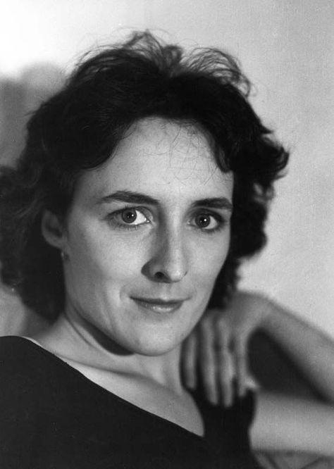 Fiona Mary Wilson Dit Fiona Shaw Nee Le 10 Juillet 1958 Dans Le Comte De Cork En Irlande Est Une Actrice De British Actresses Actresses Extraordinary Women