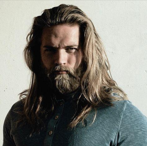 Mann lange haare bart