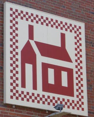 School House quilt block. love the checkerboard around the block. OOOO mini nine-patch!