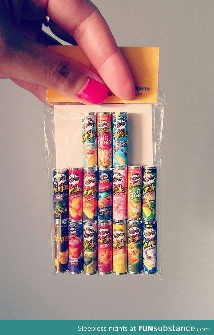 Mini stuff Miniatur-Pringles Things to Consider when Buying Prom Dresses and other Formal Dresses Te Doll Crafts, Diy Doll, Cute Crafts, Diy And Crafts, Miniature Crafts, Miniature Food, Miniature Dolls, Cute Little Things, Cool Things To Buy