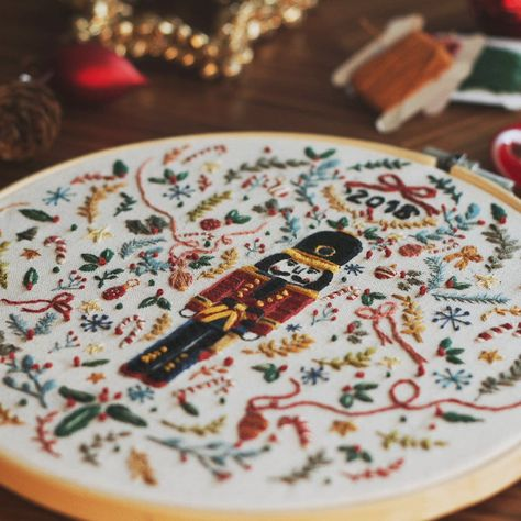 Christmas Embroidery Patterns, Hand Embroidery Patterns, Embroidery Art, Cross Stitch Embroidery, Embroidery Designs, Needlepoint Patterns, Nutcracker Christmas, Christmas Crafts, Xmas