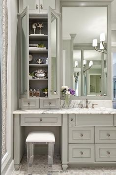 Amazing 36 Adorable Make Up Vanity Ideas Suitable For Small Space   Decoralink Amazing Design