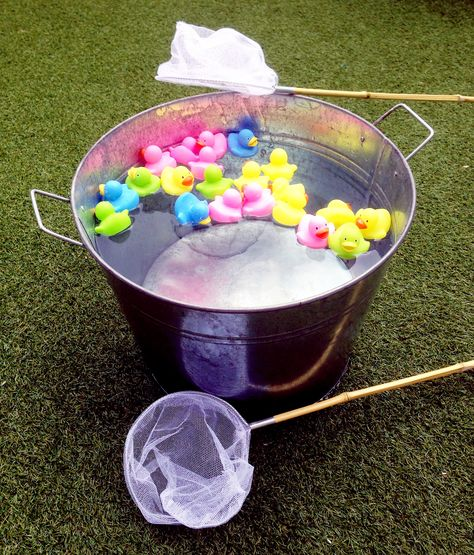 Eendjes vang spel. Kleuterspel voor schoolfeest  Duck pond game for kindergarten party