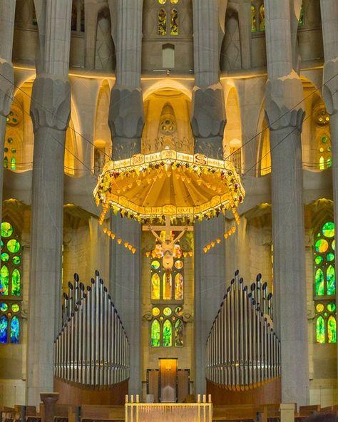 Basílica i Temple Expiatori de la Sagrada Família Barcelona Catalonia Spain  www.alamy.com/image-details-popup.asp?ARef=G08H51  #barcelona #spain #familia #sagrada #church #gaudi #europe #architecture #landmark #travel #famous #building #catalonia #monument #catalan #cathedral #spanish #religion #catholic #tourism #gothic #art #antoni #history #construction #roman #christianity #stone #modern #beautiful