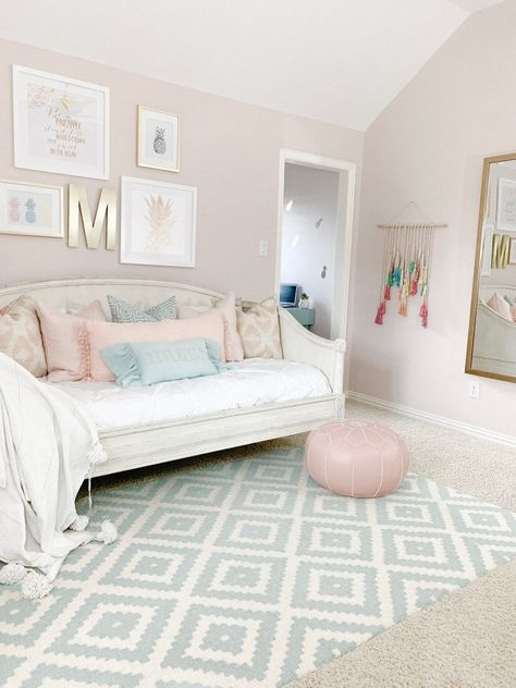 I'm sharing how to style a daybed and create the perfect spot for tweens and teens to hangout, lounge, and sleep. I'm sharing how to style a daybed and create the perfect spot for tweens and teens to hangout, lounge, and sleep. Girl Bedroom Walls, Big Girl Bedrooms, Room Ideas Bedroom, Bedroom Decor, Girls Daybed Room, Tween Girl Bedroom Ideas, Girls Room Paint, Girls Bedroom Furniture, Colors For Girls Bedroom