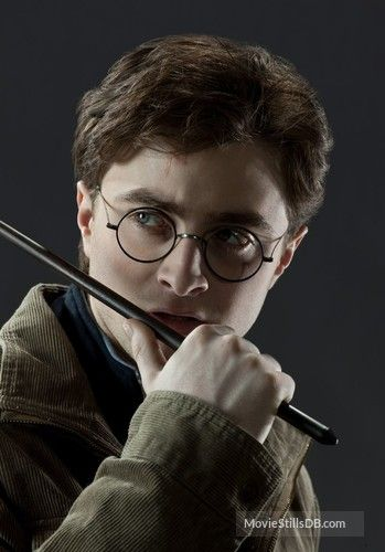 Harry Potter And The Deathly Hallows Part I Promo Shot Of Daniel Radcliffe Harry Potter Artwork Harry Potter Pictures Harry James Potter
