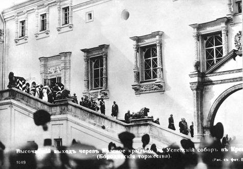 Высочайший выход через Красное крыльцо в Успенский собор Московского Кремля в дни Бородинских торжеств, август 1912