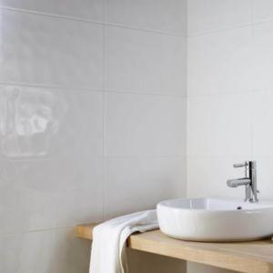 Hampton Ripple White Gloss Ceramic Wall Tile Pack Of 10 L 250mm W 400mm Whitetiledbathroom Bathroom Tile Designs Bathroom Wall Tile Ceramic Wall Tiles