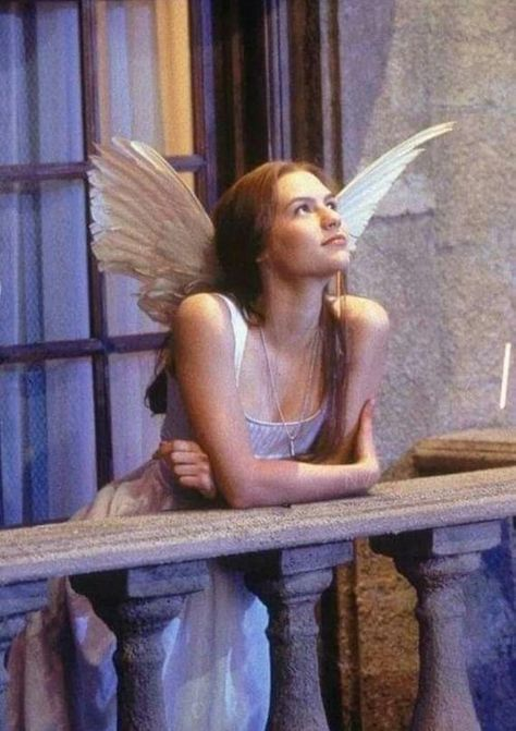 """Claire Danes in 'Romeo + Juliet' Just inside those doors at the Ball someone said.""""Bring me my Sin again."""" One of my favorite quotes from this film. Film Romance, Romance Art, Art Magique, Romeo Und Julia, Baz Luhrmann, Claire Danes, Princess Aesthetic, Cult, Photocollage"""