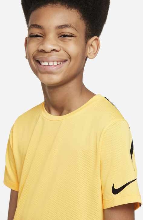 A plunging Swoosh changes color when the sun comes out or the intensity heats up in a T-shirt made of sweat-wicking mesh to keep your young athlete comfortable. Style Name:Nike Kids' Dri-Fit Instacool T-Shirt (Big Boy). Style Number: 6136074.