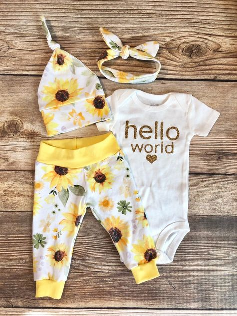 Hello World Sunflower Floral Print Coming Home Outfit, Personalized baby gift, custom baby gift, baby girl outfit, newborn outfit Newborn Coming Home Outfit, Going Home Outfit, Take Home Outfit, Baby Outfits Newborn, Newborn Baby Girl Outfits, Cute Baby Outfits, Baby First Outfit, Girls Coming Home Outfit, Newborn Babies