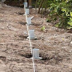 Tutoriel Comment Poser Une Palissade En Bois Palissade Bois Cloture Jardin Bois Cloture Bois