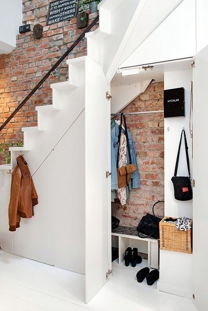 Kast onder trap  Aged brick with clean white woodwork for contrast